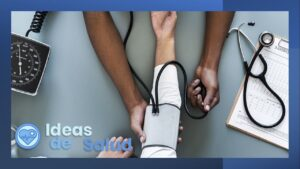 ¿Cuáles son los síntomas de la hipertensión arterial de evolución acelerada (hipertensión maligna)?